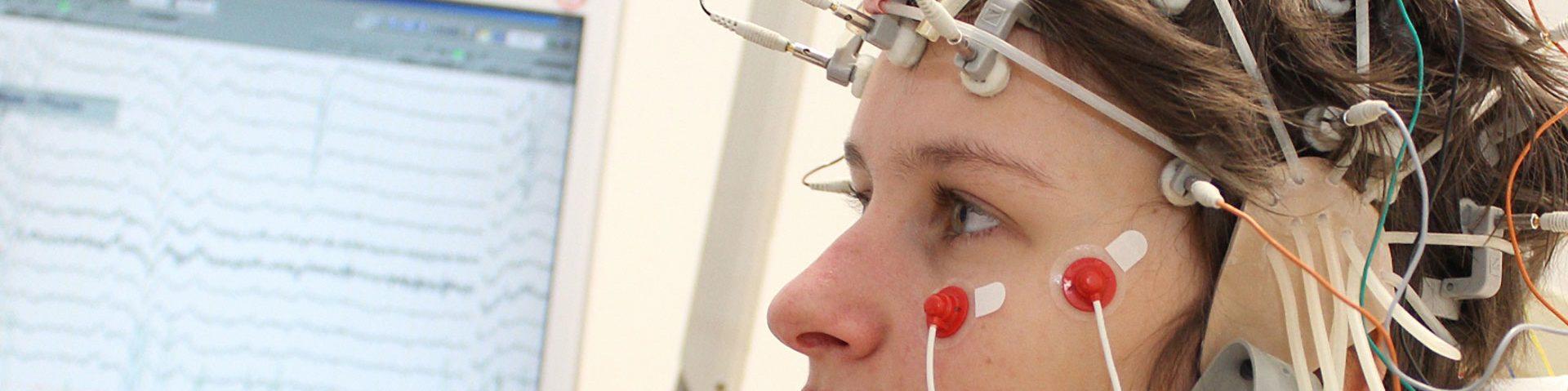 Neurologischer Test an jungem Mädchen